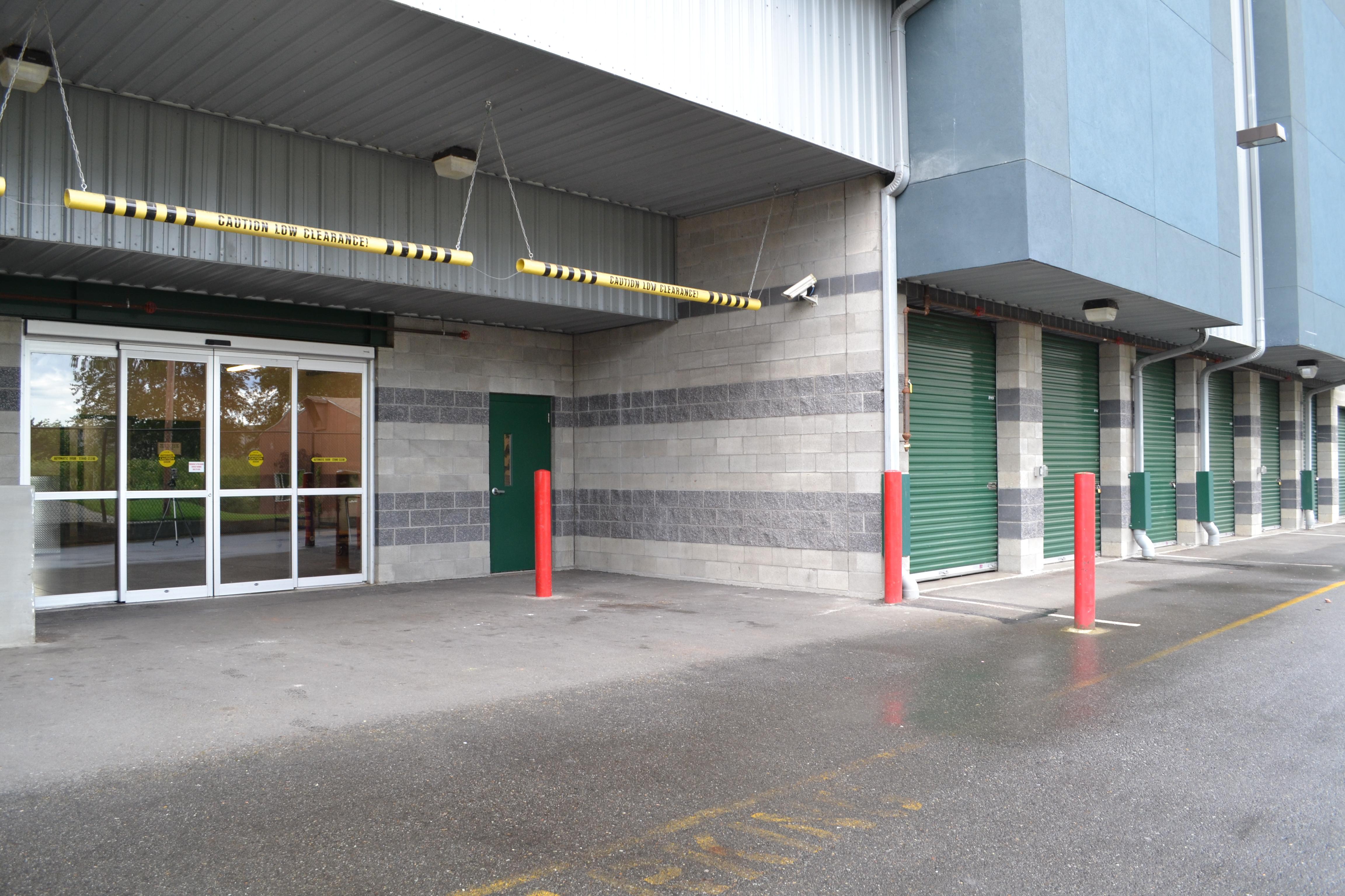 Marymoor-self-storage-redmond-wa-covered-loading & Redmond WA Storage Photo Gallery | Marymoor Self-Storage